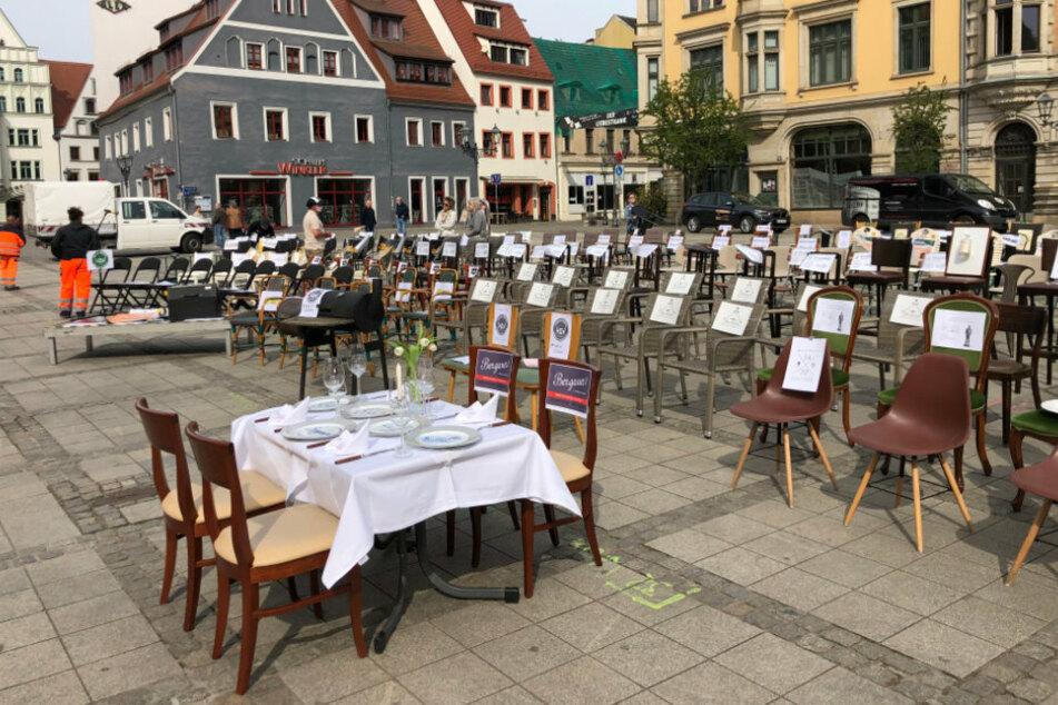 Chemnitz: Stuhlaktion auf dem Markt: Gastronomen protestieren gegen derzeitige Lage