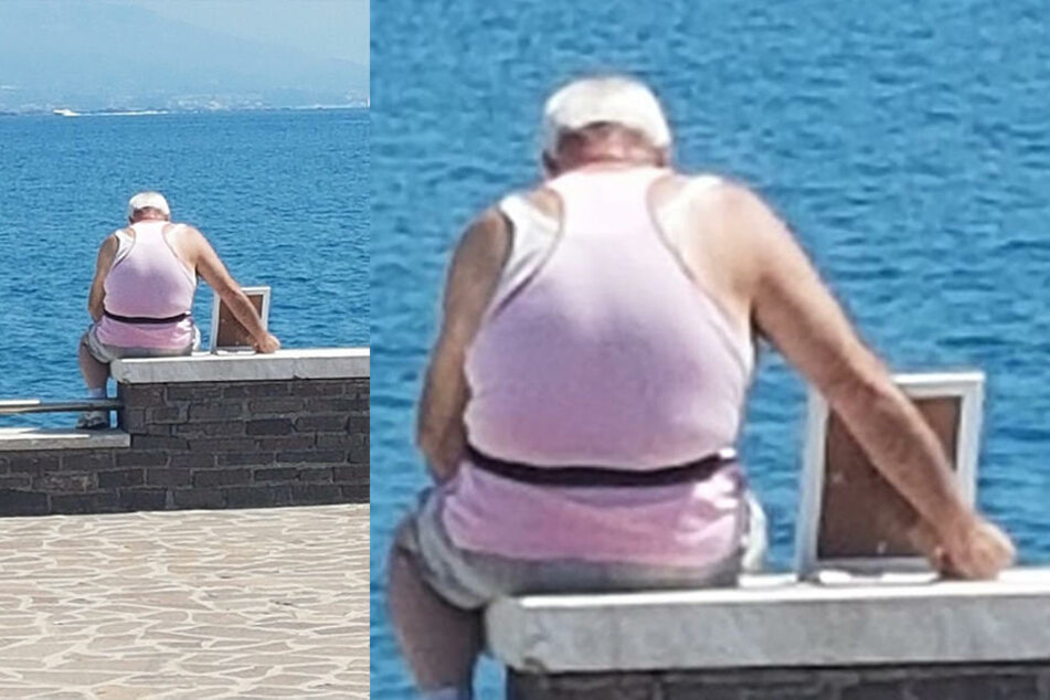 Giuseppe sitzt mit dem Foto seiner verstorbenen Frau am See.