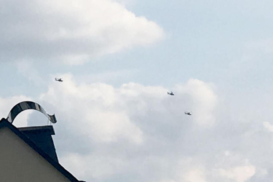 Insgesamt waren es sieben Hubschrauber, die in einer Gruppe unterwegs waren.