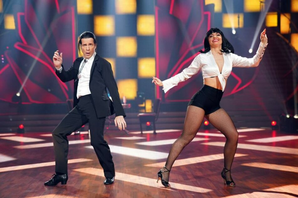 "Oliver Pocher tanzte als John Travolta mit Christina Luft einen Jive zu ""You Never Can Tell"" von Chuck Berry."