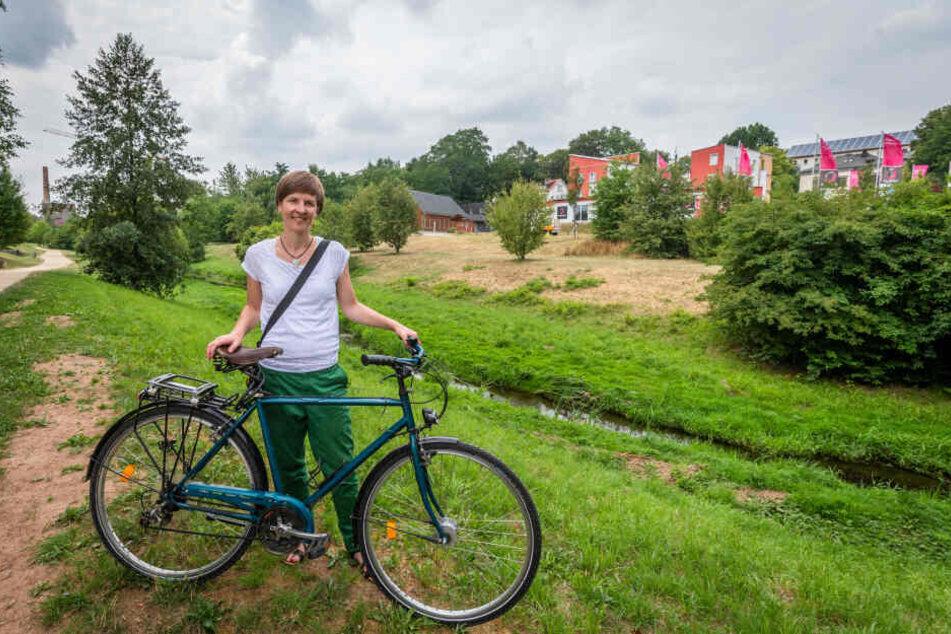 Grünen-Stadträtin Susann Mäder (35) freut sich über die Renaturierung einer Industriebrache am Ufer des Kappelbachs.