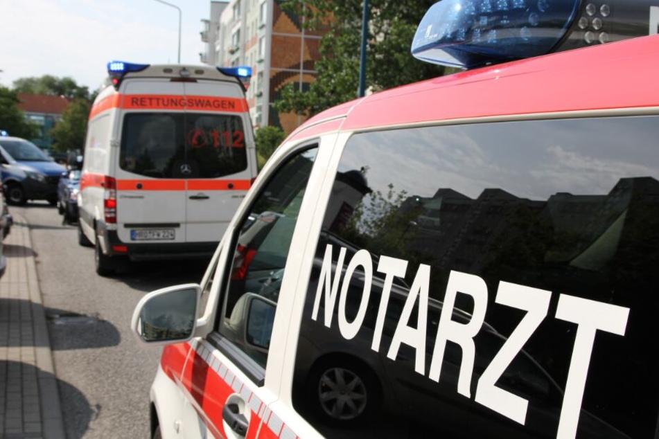 Rettungskräfte eilen zur Unfallstelle.