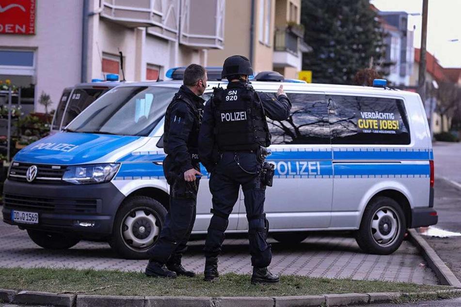 Mit einem Großaufgebot waren die Polizisten vor Ort.