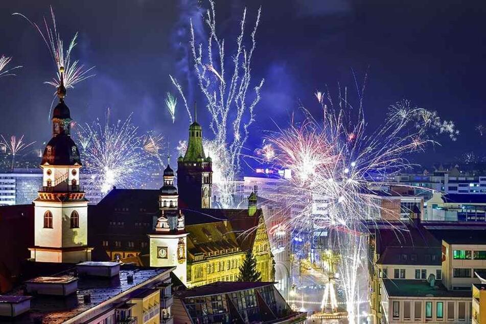 So schön ist Silvester über der Chemnitzer Innenstadt.