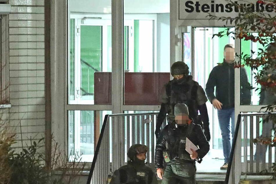 Polizeieinsatz in Innenstadt: 24-Jähriger droht, Frau mit Pistole umzubringen