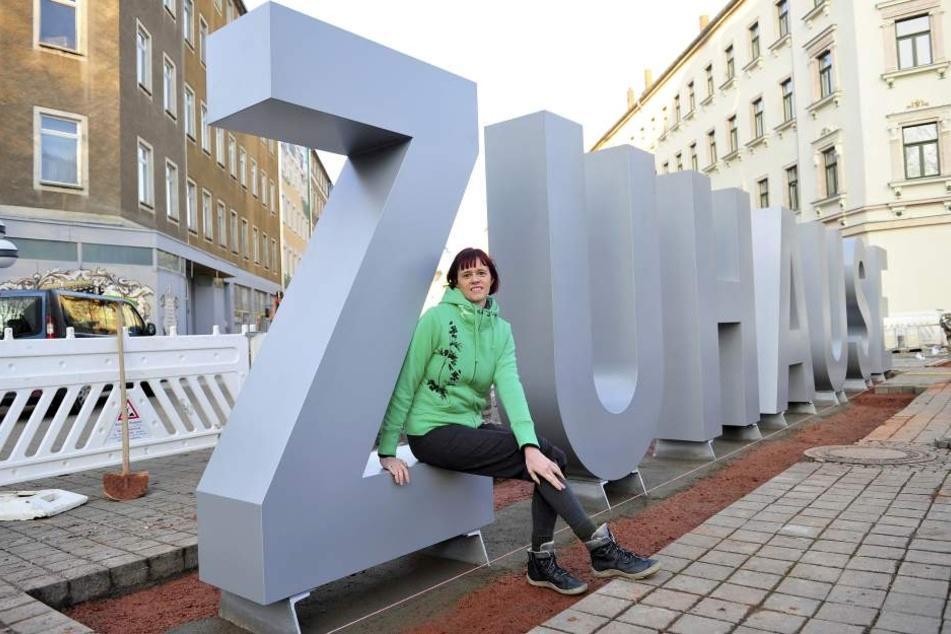 Künstlerin Peggy Albrecht (42) freut sich, dass sich auf dem Brühl etwas  tut.