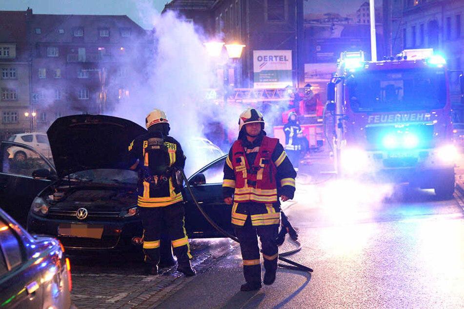 Die Feuerwehr musste am 2. Advent zu einem brennen Pkw in der Pirnaer Innenstadt ausrücken.