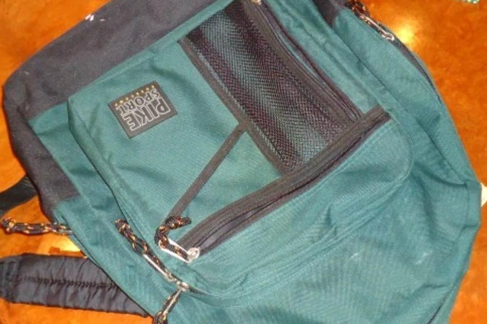 Dieb klaut Rucksack und lässt seinen zurück