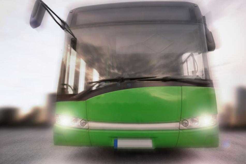 Mädchen (8) wird von Bus erfasst: Als ein Zeuge eingreift, wird es dramatisch