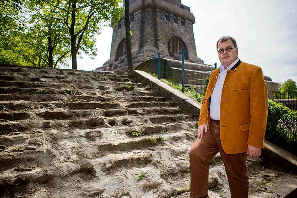Jetzt werden die Wege und Treppen hergerichtet, erklärt Denkmals-Chef Steffen Poser (56).
