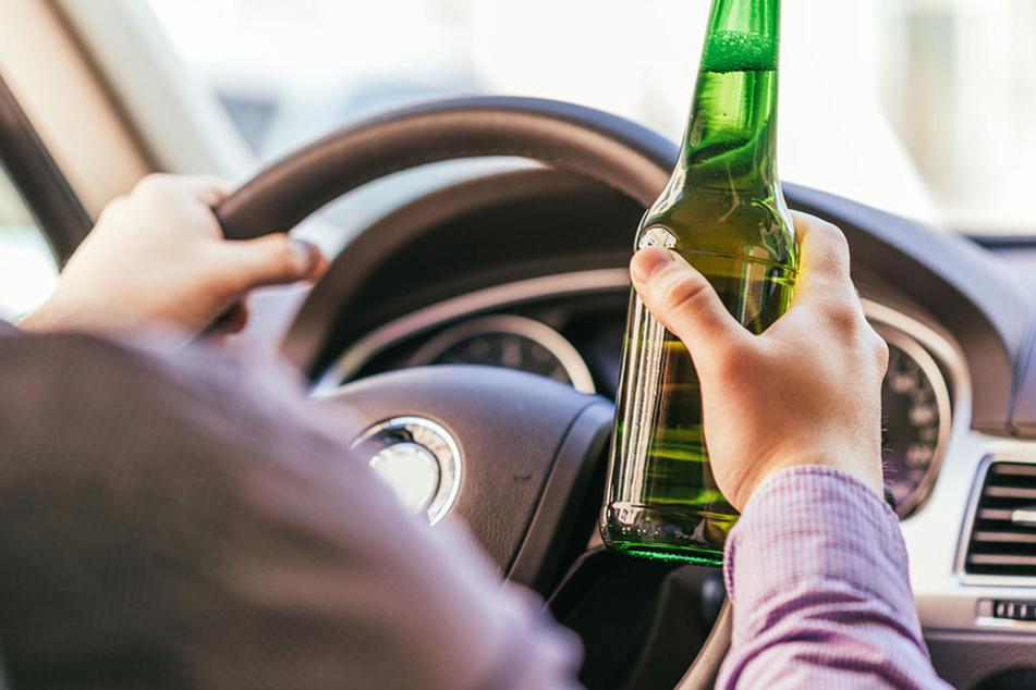 Nach übermäßigem Alkoholkonsum meldete der Mann seinen Wagen als gestohlen. (Symbolbild)