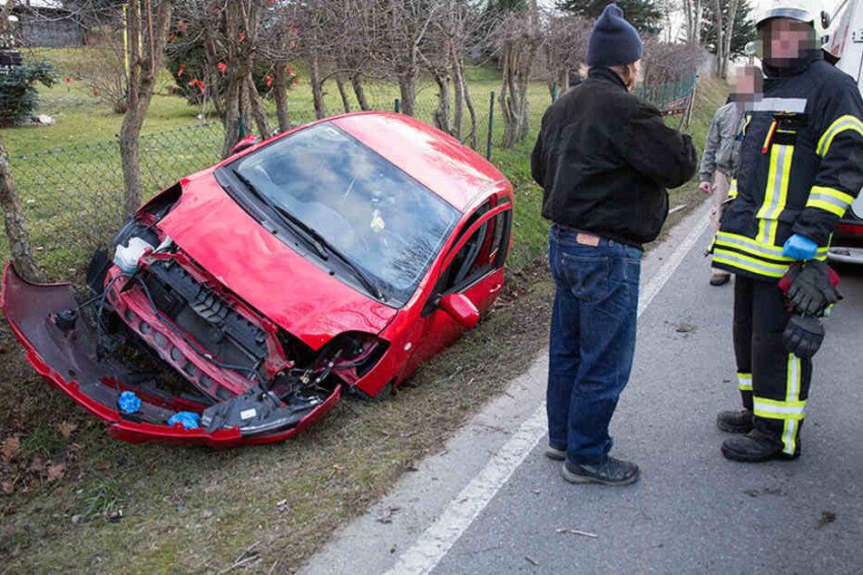 Der Toyota landete im Graben.