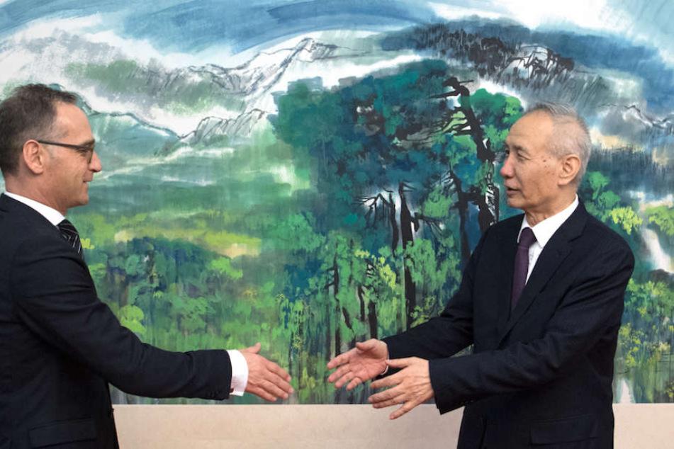 Außenminister Heiko Maas (52, SPD) wurde im Nationalen Volkskongress von Lui He (66) begrüßt, dem chinesischen Vize-Ministerpräsidenten.