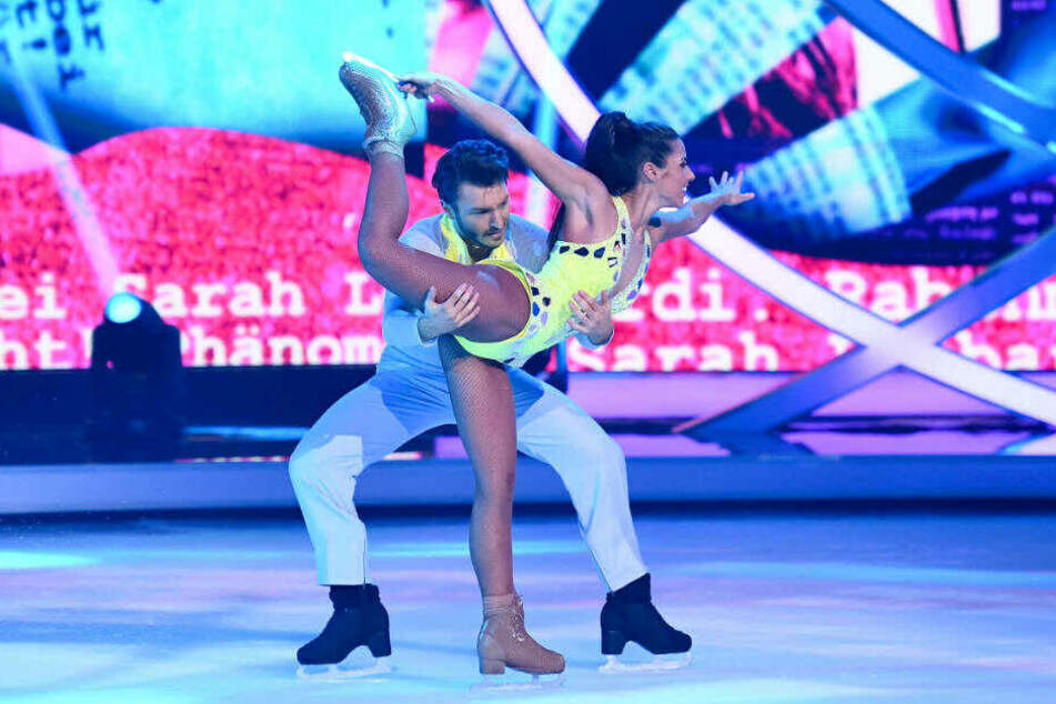 "Sarah Lombardi mit Tanzpartner Joti Polizoakis in der ""Dancing on Ice""-Show am vergangenen Sonntag."