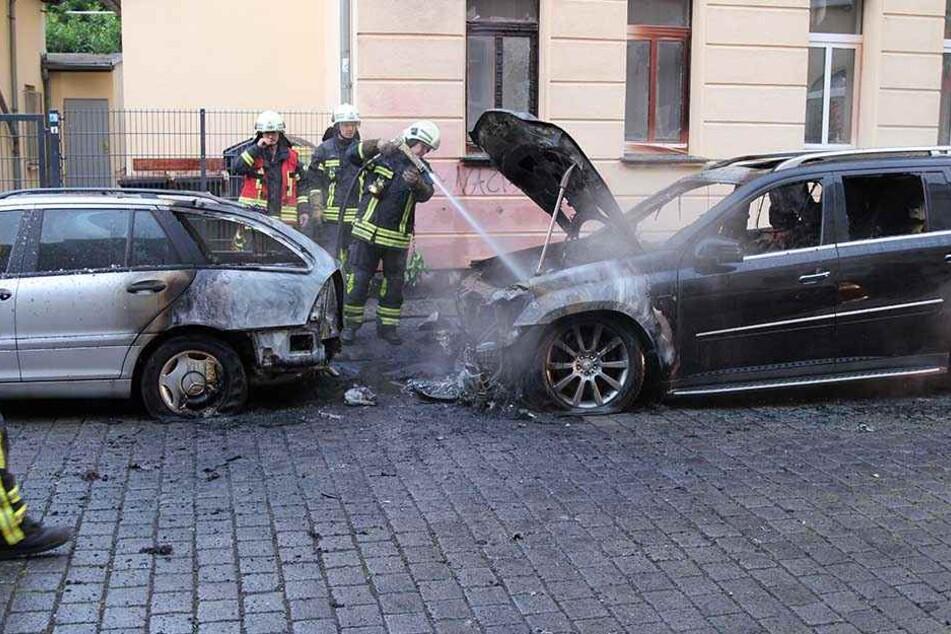 Um 4.32 Uhr ging die erste Meldung über die angezündeten Geländewagen bei der Leipziger Feuerwehr ein.