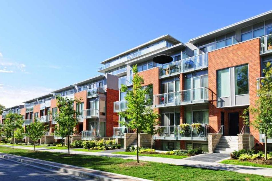 Die Stadt will Grundstücke kaufen und wieder verkaufen, um günstigen Wohnraum zu schaffen. (Symbolbild)