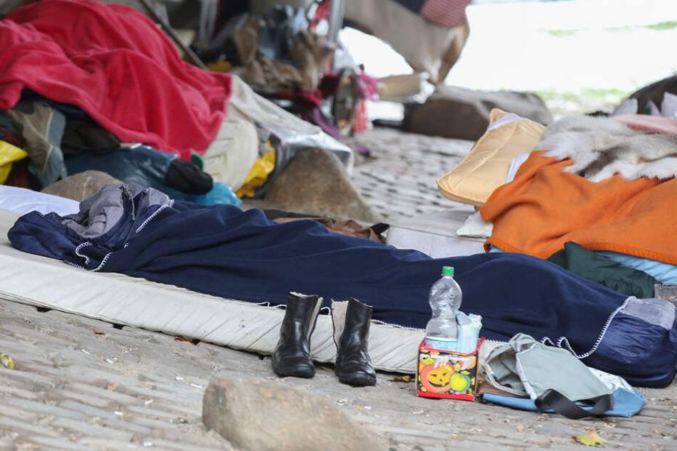 In Hamburg hausen zahlreiche Obdachlose trotz der Kälte weiter im Freien.