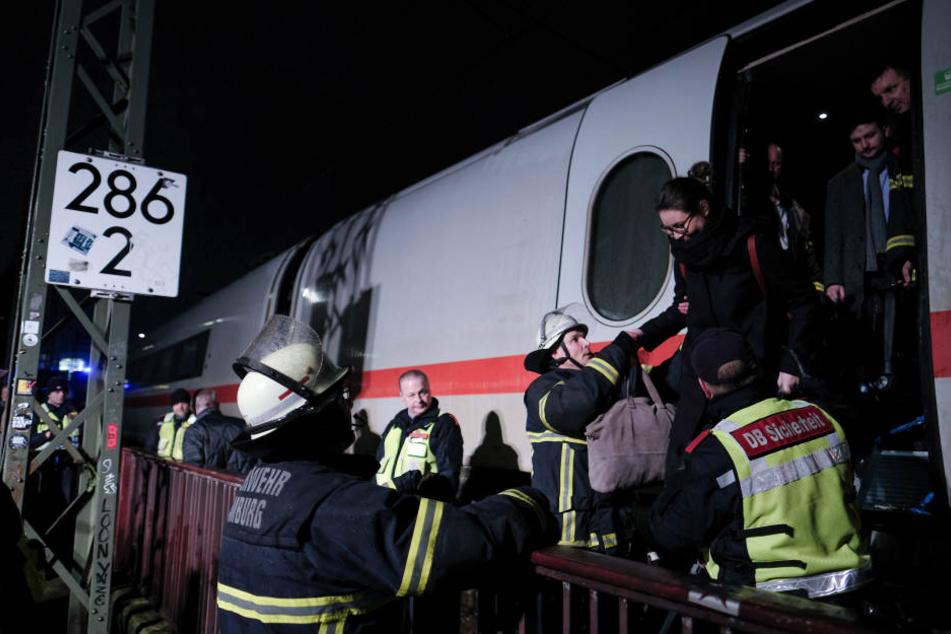 Der aus Heidelberg kommende IC konnte seine Fahrt nicht fortsetzen, die 300 Passagiere mussten in einen Ersatzzug umsteigen (Symbolbild).