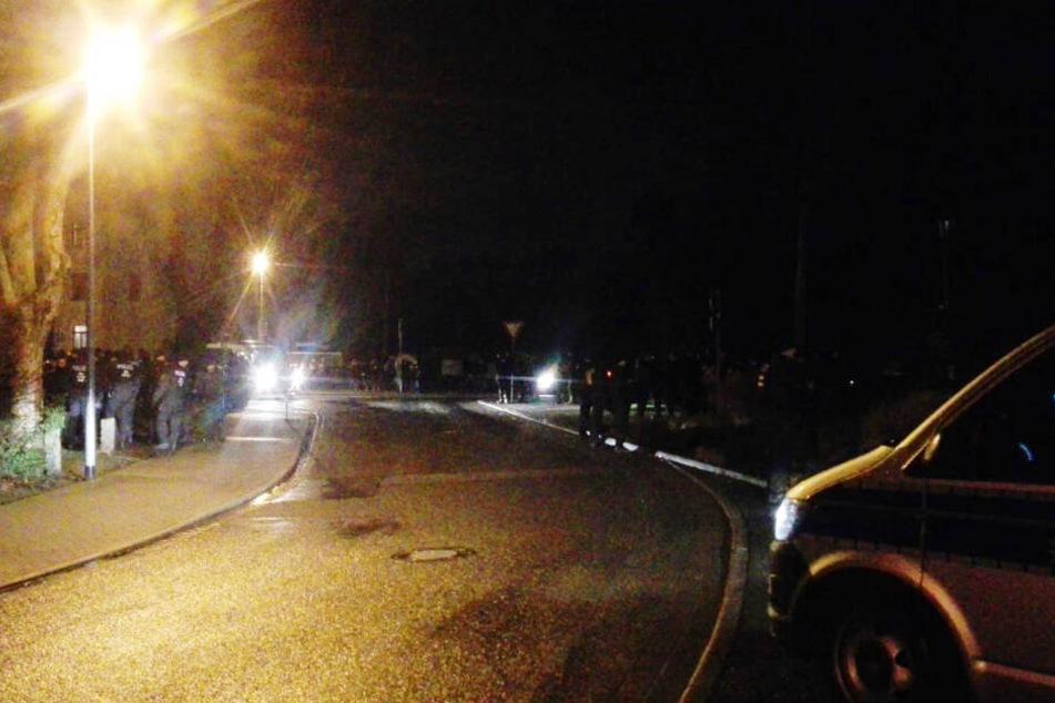 Polizeikräfte sicherten die Demo in Beucha (Landkreis Leipzig) ab.