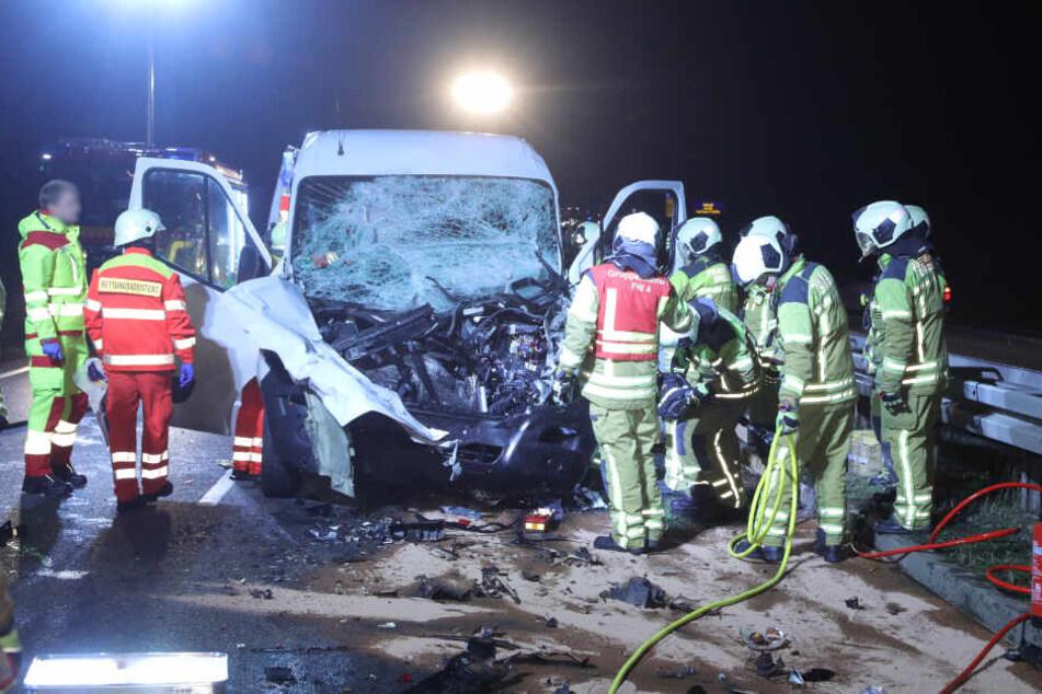 Der Transporter wurde stark beschädigt.