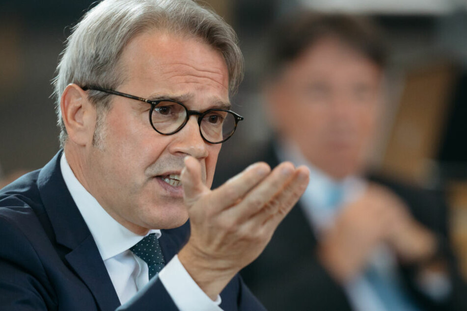 Georg Maier will verhindern, dass das Schloss in die Hände der Rechtsextremisten fällt.