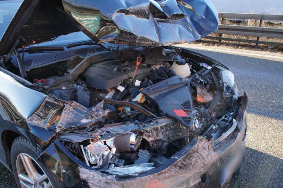 Eines der Autos, die der Lkw erwischt hat.