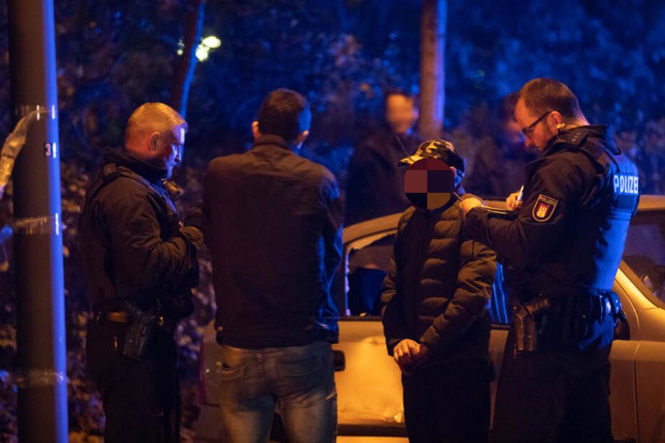 Die Polizei vernahm die beiden angetrunken und leicht verletzten Insassen.