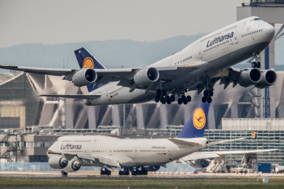 Schmorgeruch! Boeing 747 muss umkehren