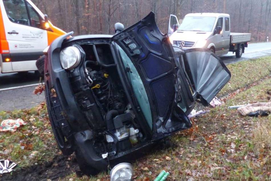 Der Wagen wurde schwer beschädigt.