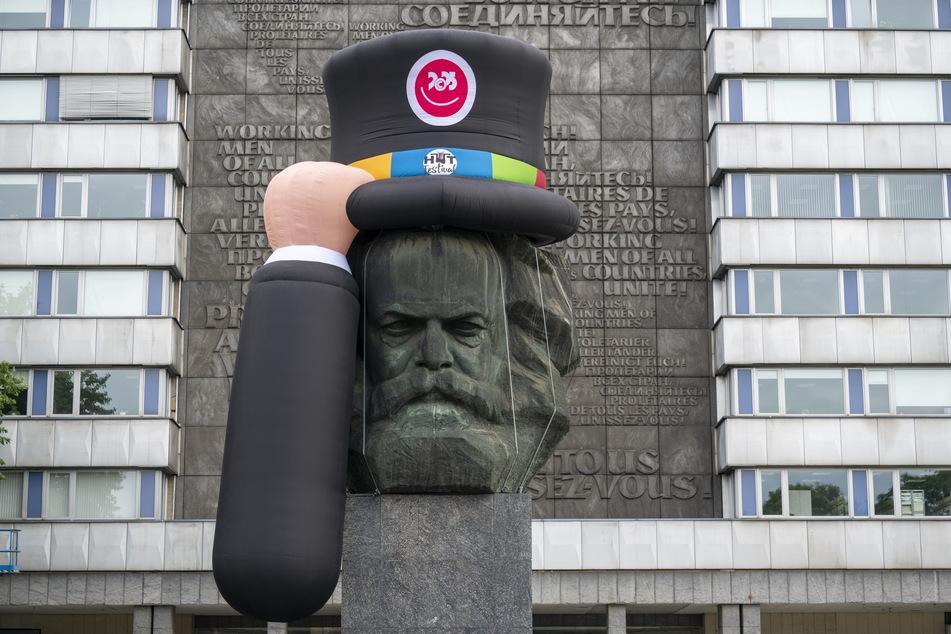 Chapeau! Seit Donnerstag trägt der Marx-Nischel wieder Hut.