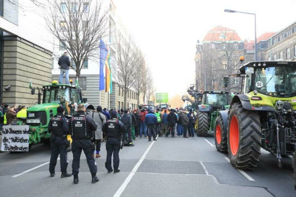 Die Wigardstraße ist aufgrund der Kundgebung für den Autoverkehr nicht passierbar.