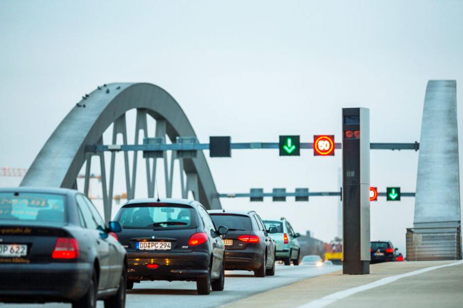 Dauerbrenner Waldschlößchenbrücke: In den letzten Jahren spülten die beiden Brücken-Blitzer zusammen deutlich über 500.000 Euro in die Rathaus-Kassen, 2019 wurde an der Marke gekratzt.