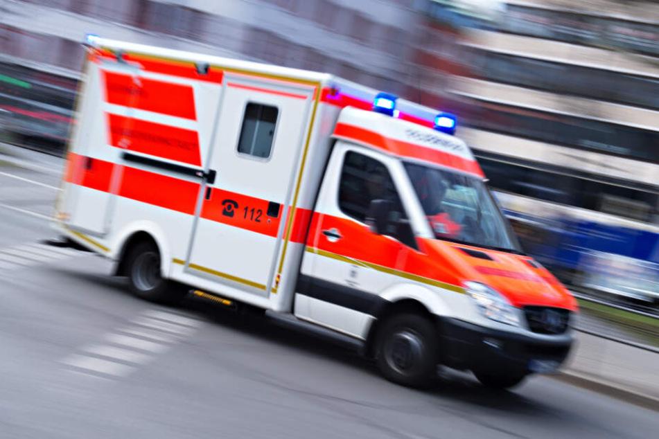 Rettungskräfte versuchten noch den Mann zu reanimieren.