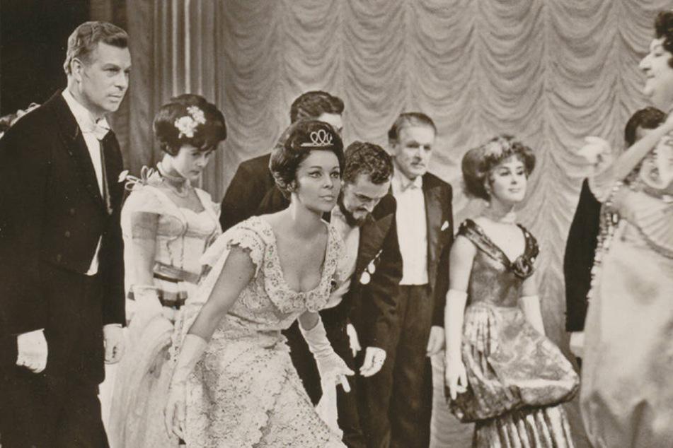 """Sie waren das Traumpaarder Operette: Peter Herden (l.) und Marita Böhme (Mitte) in """"My Fair Lady""""."""