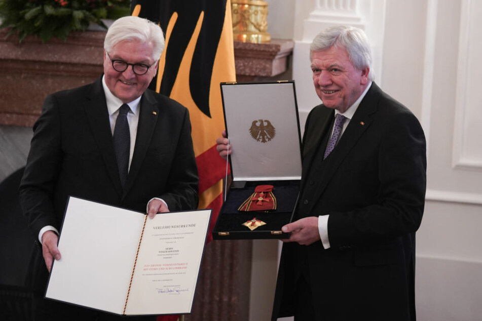 Volker Bouffier (rechts) wurde von Frank-Walter Steinmeier geehrt.