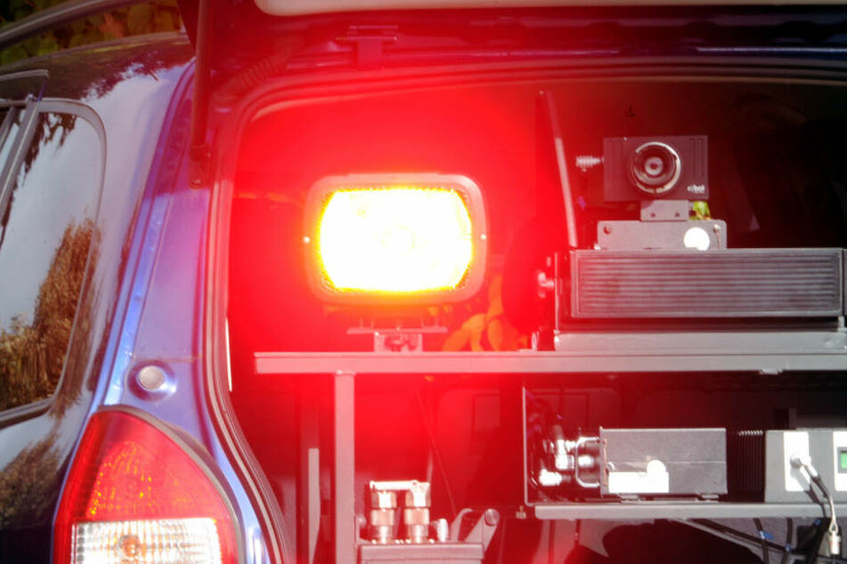 Bei Autofahrern besonders gefürchtet: mobiler Blitzer in einem Zivilfahrzeug (Archivbild).