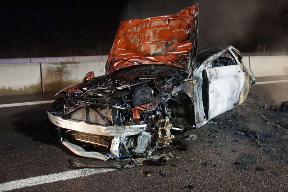 Weihnachtshelden: Reisende retten zwei Männer aus brennendem Auto