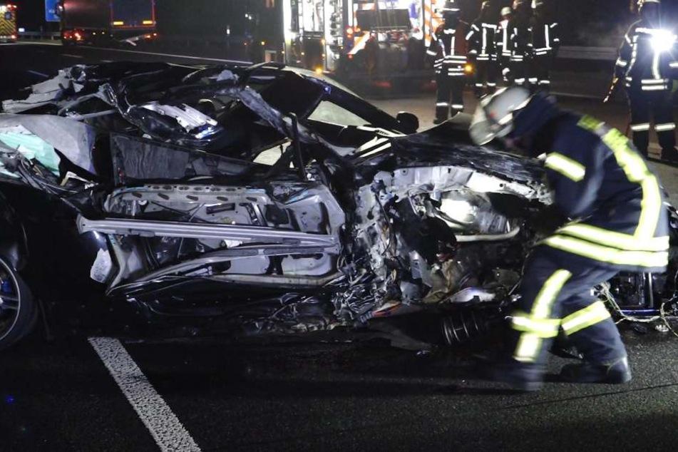 Die komplette Beifahrerseite des BMW wurde zerstört.