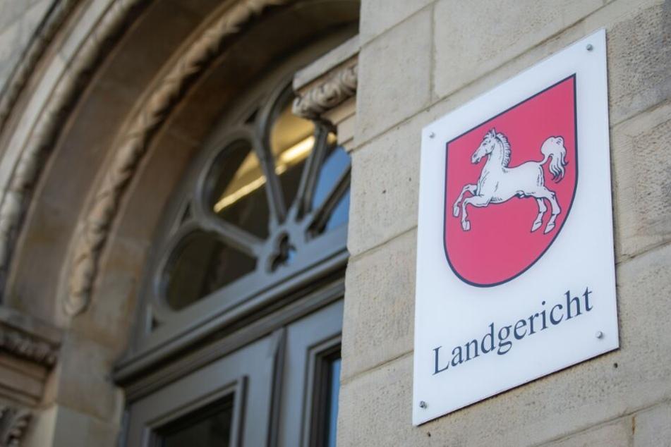 Vor dem Landgericht in Osnabrück muss sich die 37-jährige Mutter des Jungen verantworten.