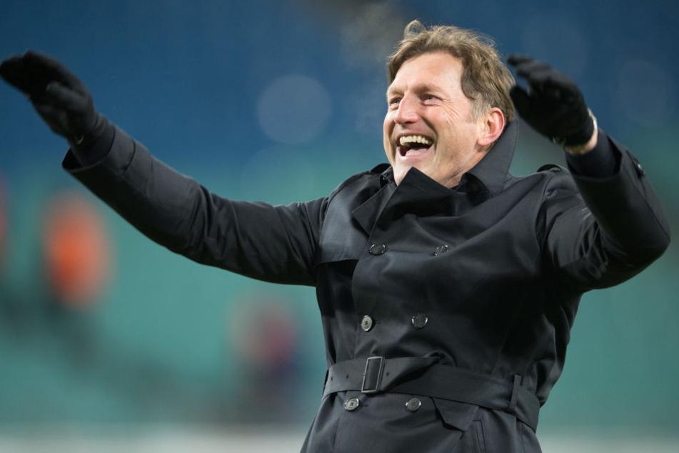 Ralph Hasenhüttl bejubelt den kürzlichen 2:1-Sieg gegen den FC Bayern. Ein Engagement beim Rekordmeister ist nach seinen jetzigen Aussagen unwahrscheinlich.