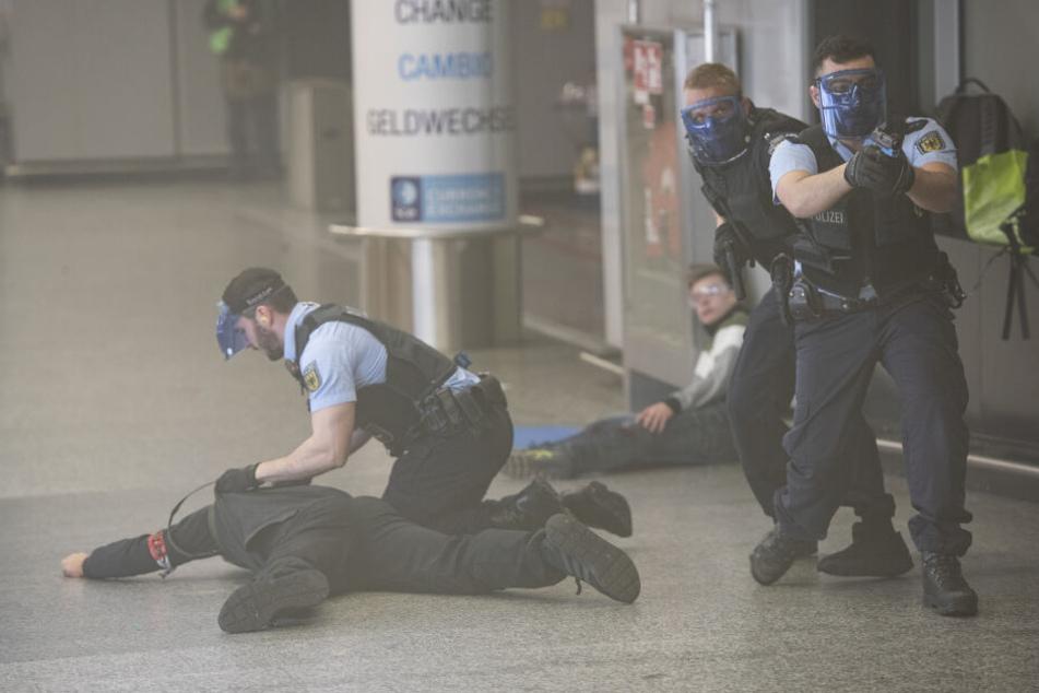 Festnahme: Ein mutmaßlicher Terrorist wird festgenommen.