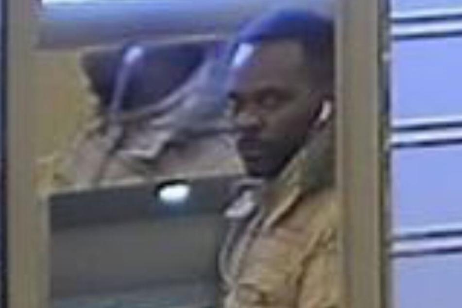 Er klaute 5000 Euro aus einem Geldautomaten: Wer kennt diesen Mann?