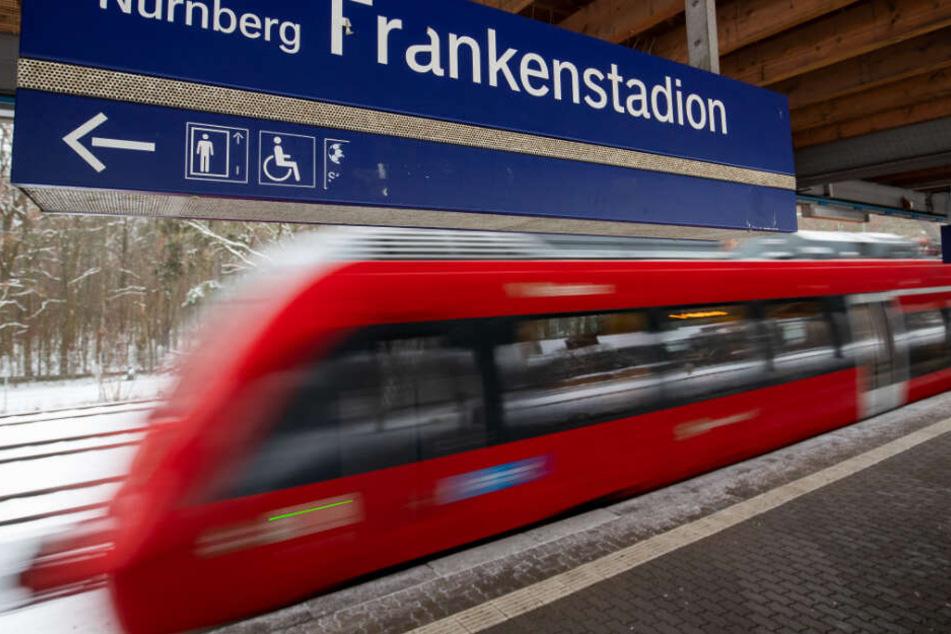 An der S-Bahnstation Frankenstadion ist ein Streit komplett aus dem Ruder gelaufen.