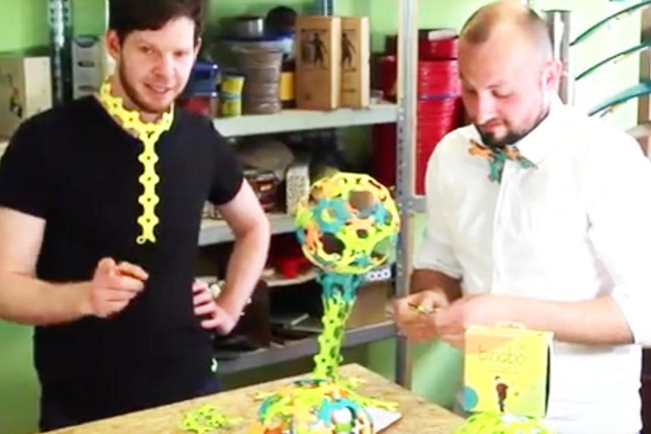 Matthias Meister (li.) und Tony Ramenda stellen seit 2011 im Leipziger Westen alternatives Spielzeug vor.