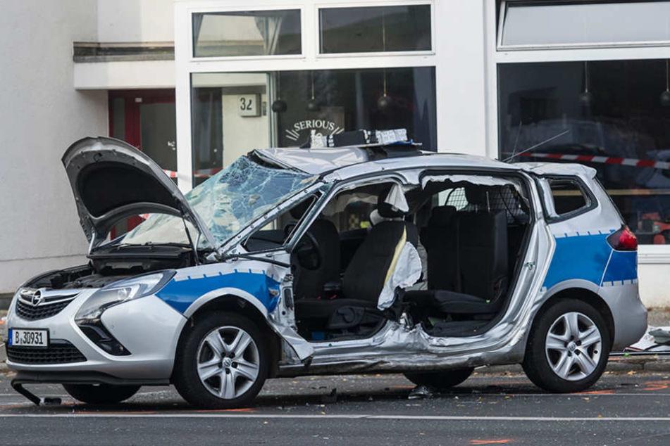 Am Donnerstagmorgen knallten in Lankwitz ein Polizeiauto mit einem Audi zusammen.