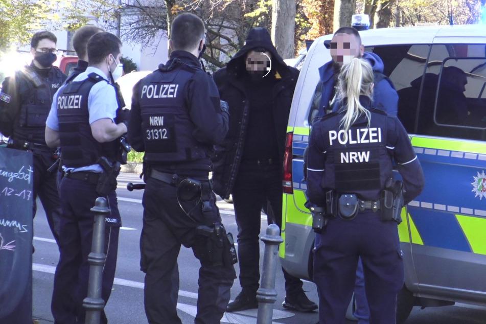 Polizisten konnten die mutmaßlichen Schläger auf ihrer Flucht durch die Bonner Innenstadt stoppen und festnehmen.