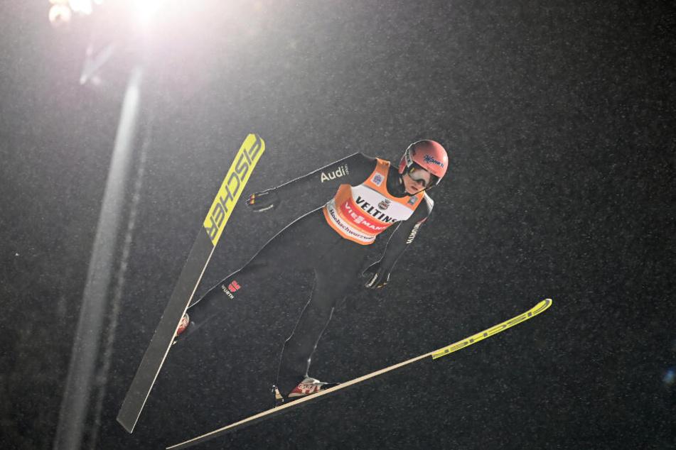 Karl Geiger landete auf Rang zwölf, behält aber weiter das Gelbe Trikot.