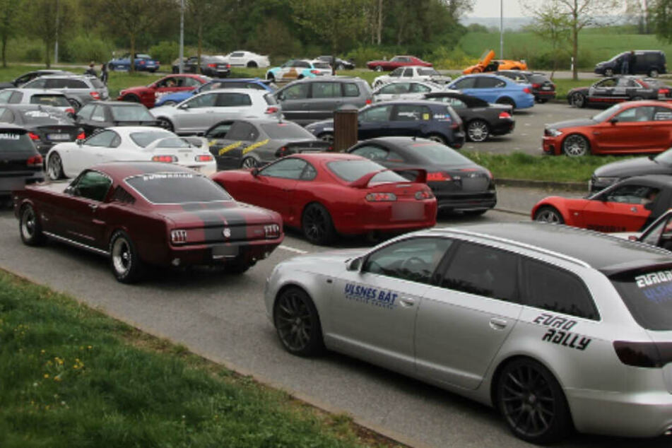 Illegales Autorennen! Mehr als 100 Sportwagen brettern über die A20