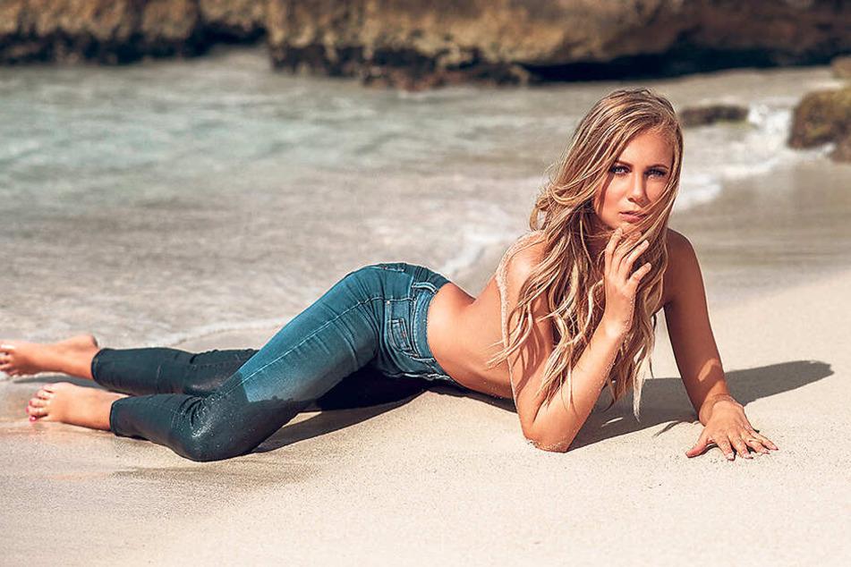 In ihrer eigenen Model-Agentur hat sich Chefin Marie-Luise (2.v.r.) auf die Vermittlung von Grid Girls spezialisiert.