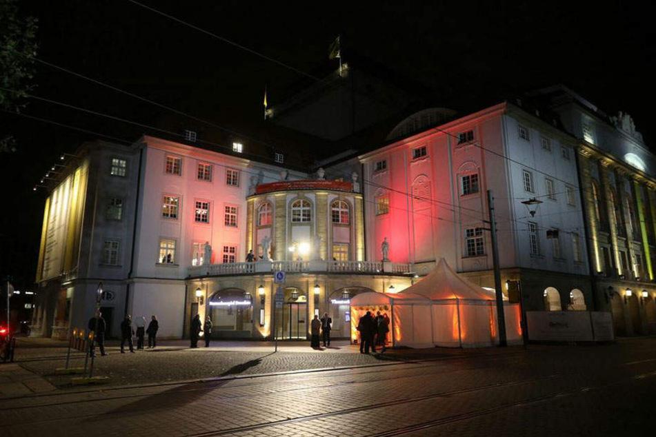 Größte Spendenbüchse der Stadt: Im Dresdner Schauspielhaus fand die 11. HOPE-Gala zugunsten aidskranker  Frauen statt.